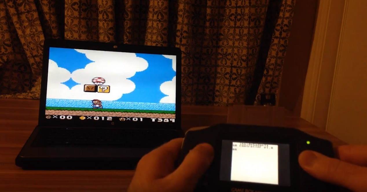 Kartutxo honek zure Game Boy zaharra hari gabeko kontrolagailu bihurtzen du