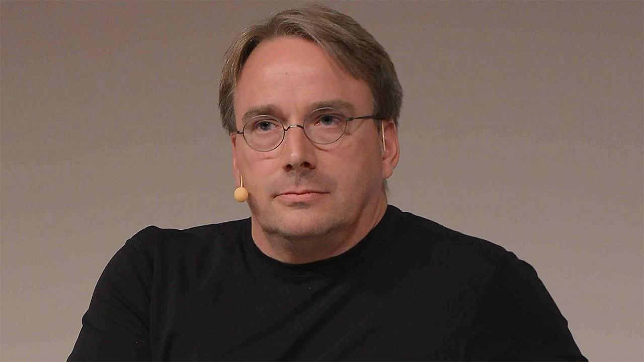 Linus Torvalds AMD plataformara joan zen 15 urte Intel prozesadoreak erabili ondoren