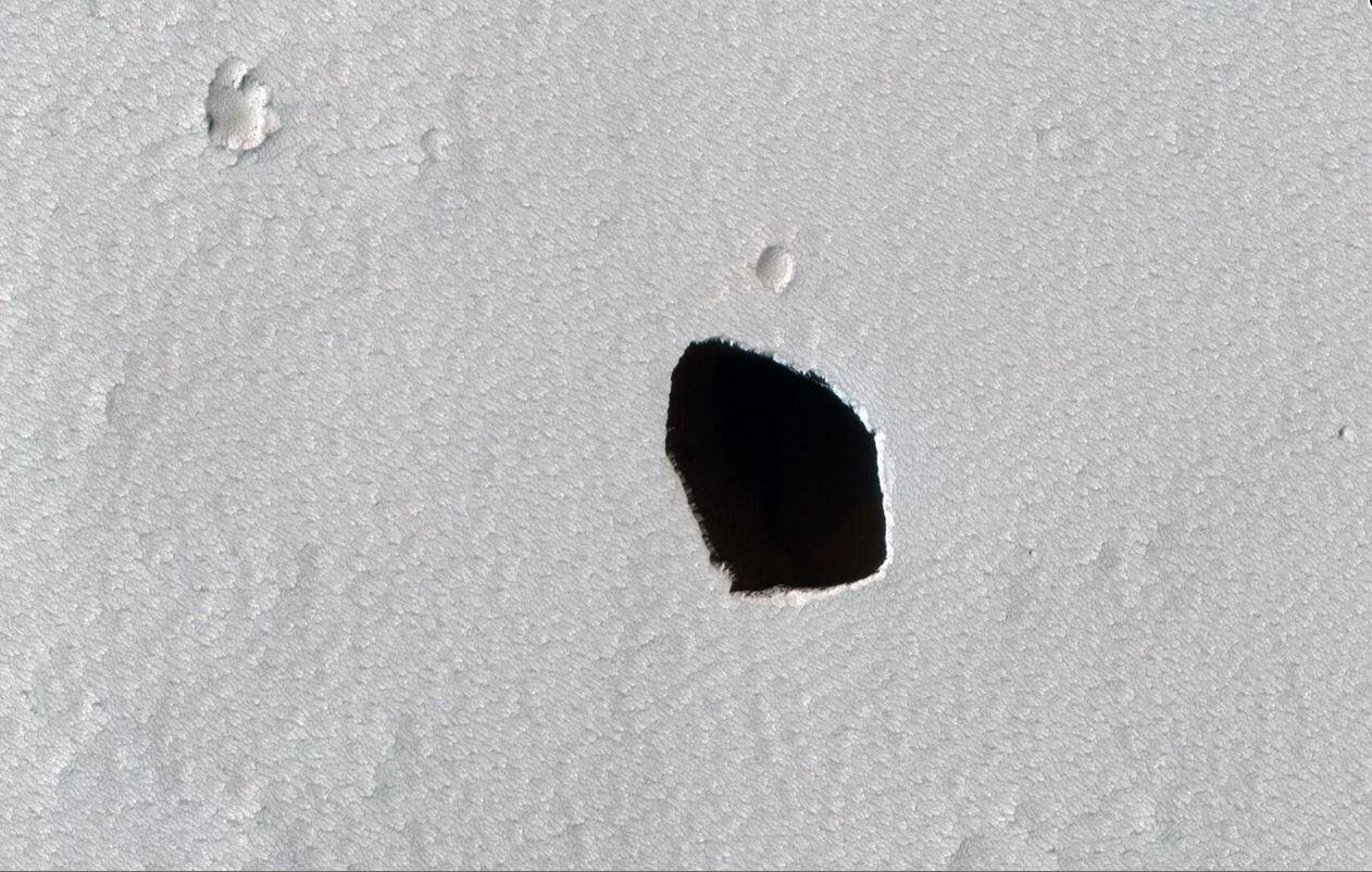 Martiako zunda batek zulo sakon eta iluna aurkitu zuen Marteren azalean