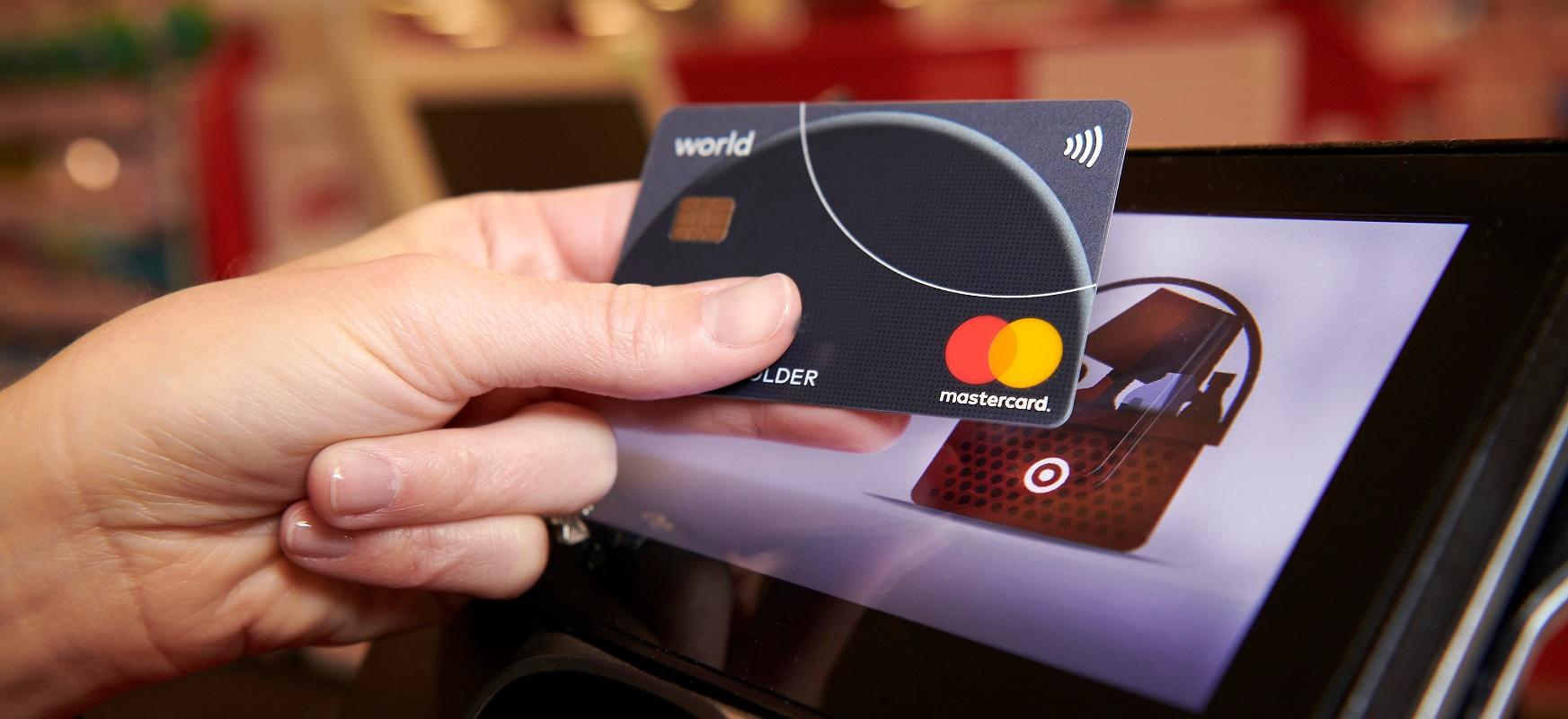 Mastercard-ek eta Vizak muga igotzen dute.  PIN gabe, PLN 100 ordainketarik gabeko ordainketak