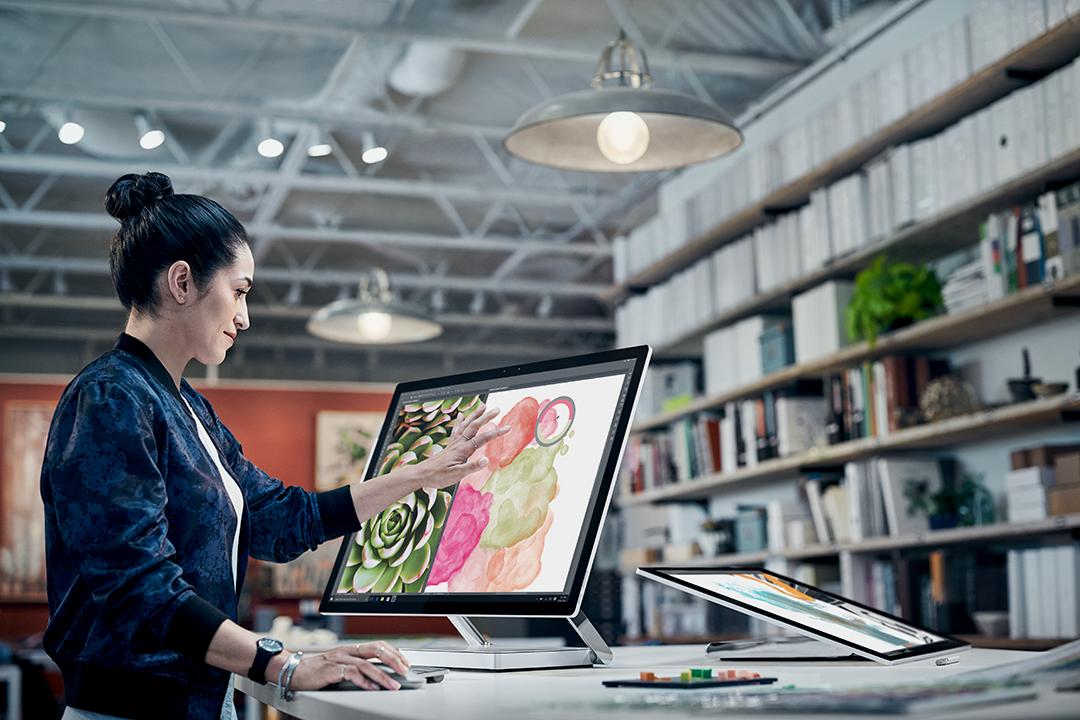 Microsoft: bere etorkizuneko Azalera monitorean eta ordenagailu modularrean dauden frogak