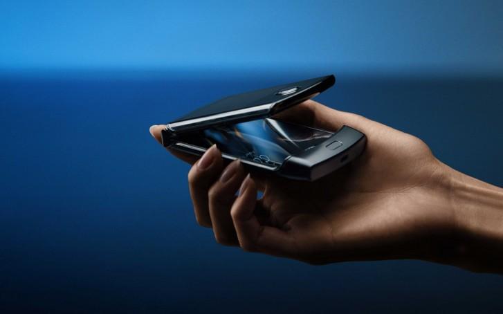 Motorola Razr salgai dago! Baina telefonoa garrasika ari da!