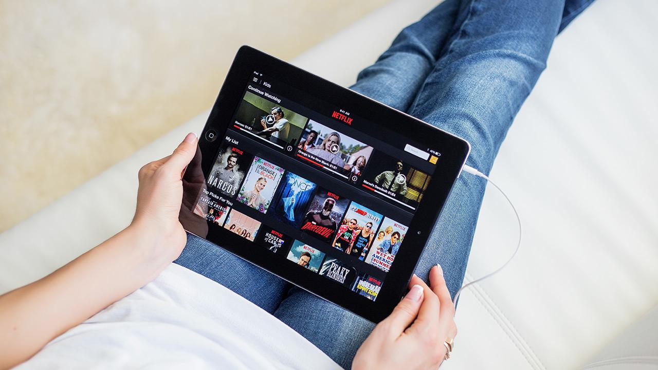 Netflixek telefono mugikorreko erabiltzaileentzako harpidetza plan merkeagoak jarri ditu abian Polonian
