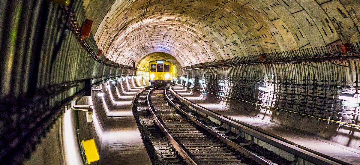 Orangek Interneteko estaldura eta abiadura hobetu ditu Varsoviako metroan