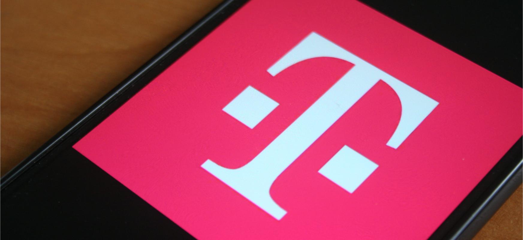 Ostiraletan T-Mobile-rekin tradizio laikoa berria da.  Oraingoan operadorea smartphone-ko bonoak oparitzen ari da