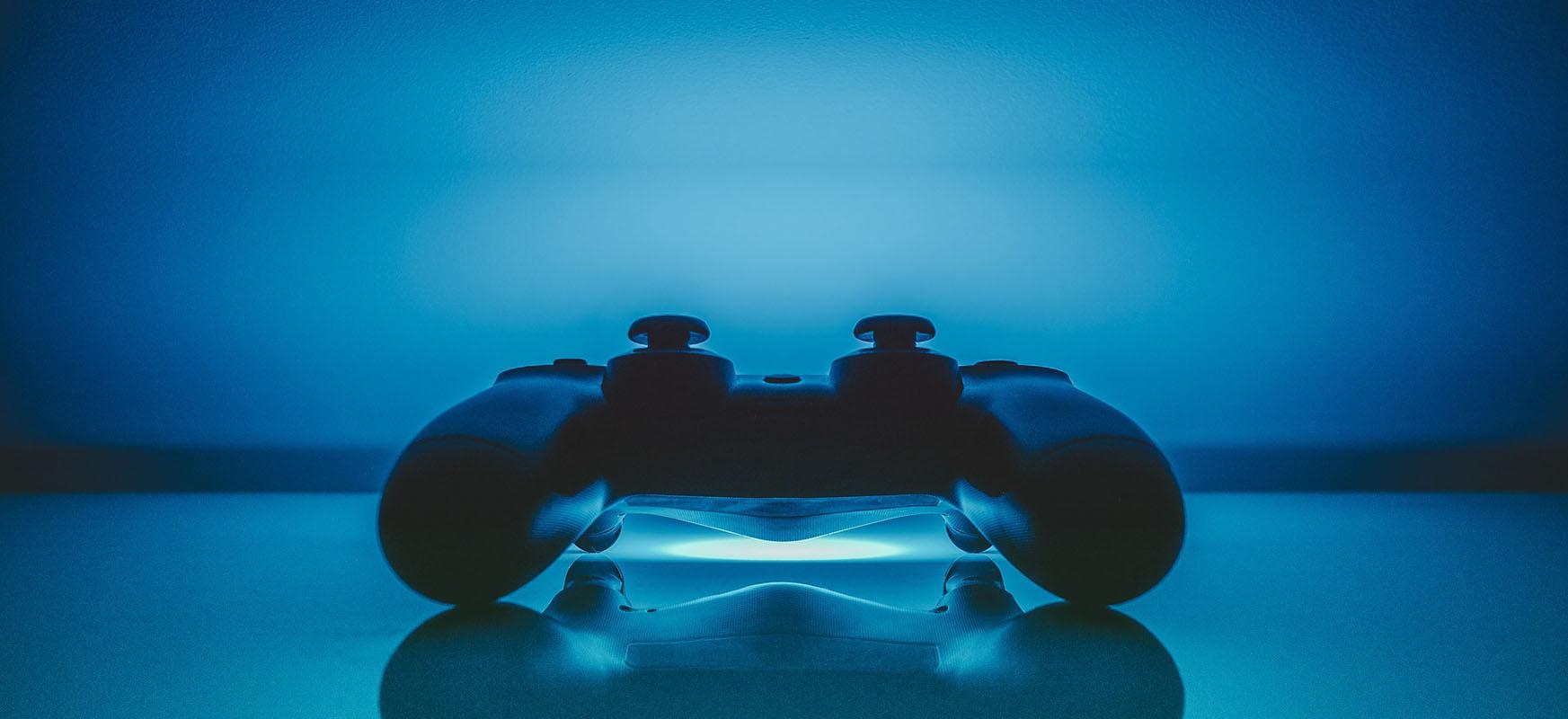 PlayStation poliki-poliki jokoak deskargatzen ari da, Sony-k koronavirusen aurkako borrokan laguntzen baitu
