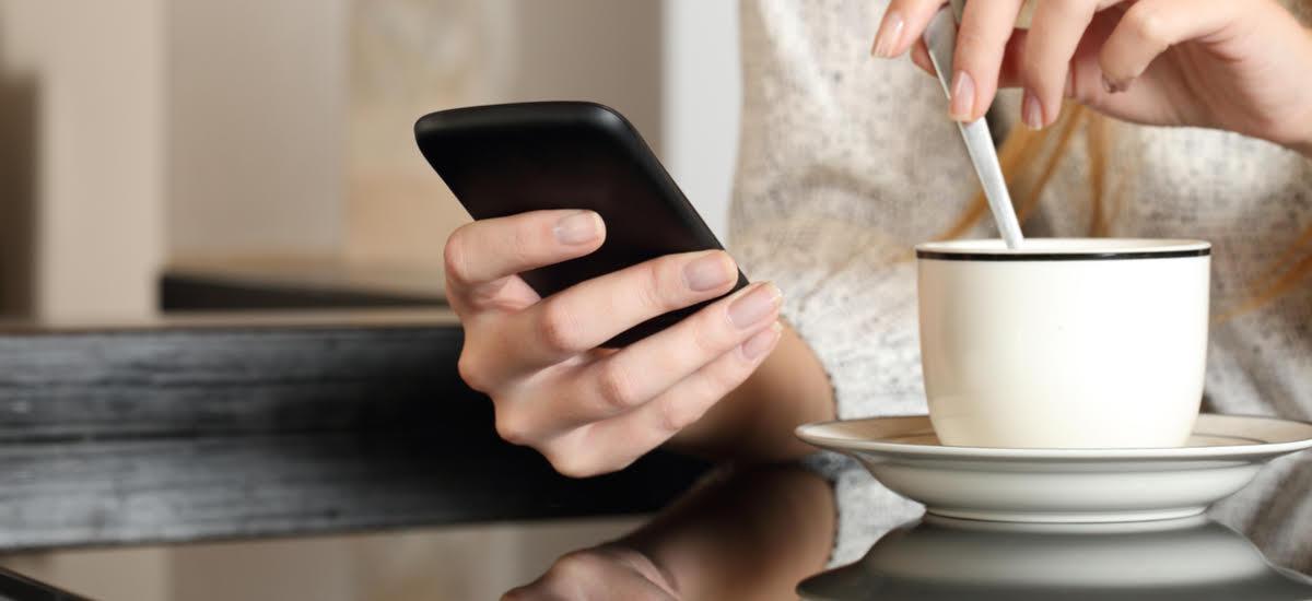 Plus bere SMS atea ixten du.  Hilabete bakarra falta da zerbitzua erabiltzeko