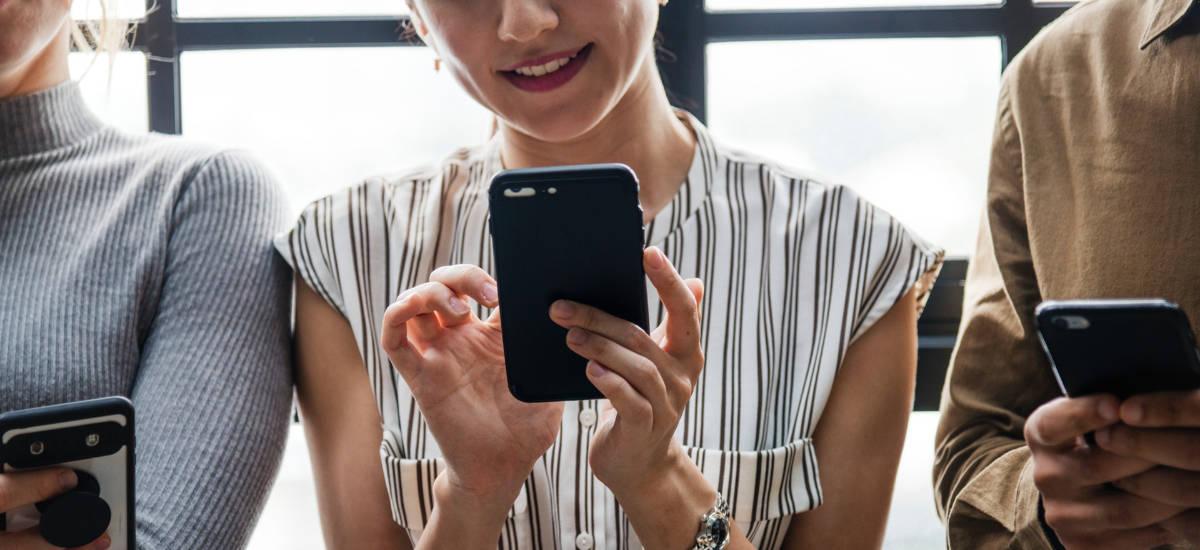 Plus-ek ez du T-Mobile Magenta-ri erantzunak prestatu beharrik 1.  Pinks-ek ez zuen eskaintza berdea bateratu