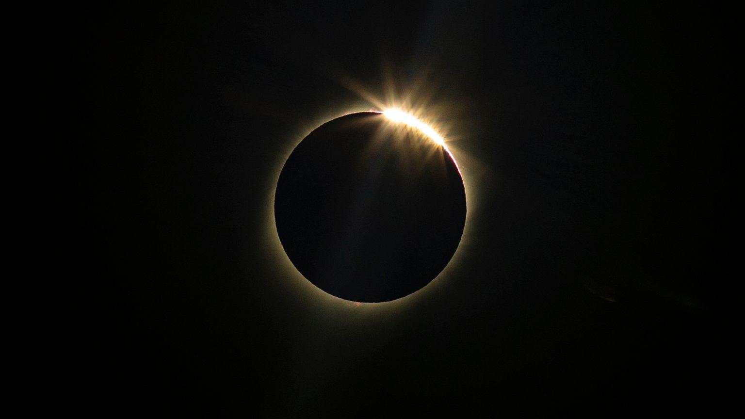 Poloniako komunikabideak: ikusi eguzki eklipse miragarria.  Errealitatea Polonian: botoia ikus daiteke