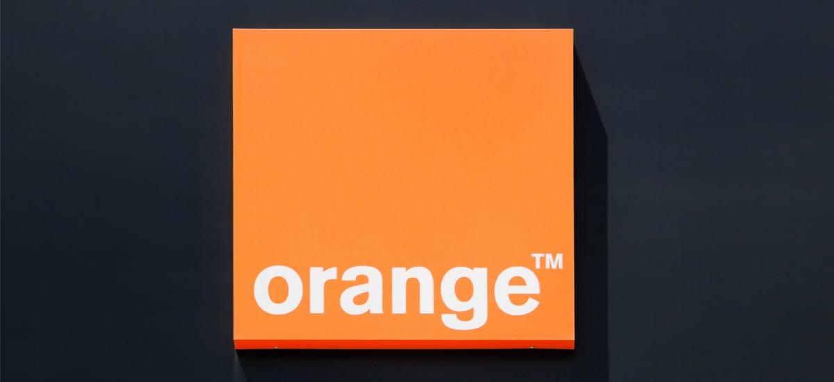 Pre-ordaindutako pakete laranja prezio erdian.  Negua oporretan garaiz promozionatzea