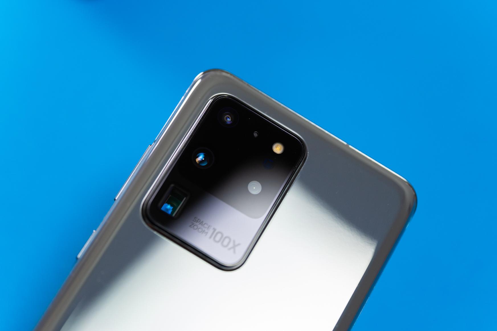 RAM asko eta megapixel asko.  Samsung Galaxy 20+ oharra gero eta gertuago dago