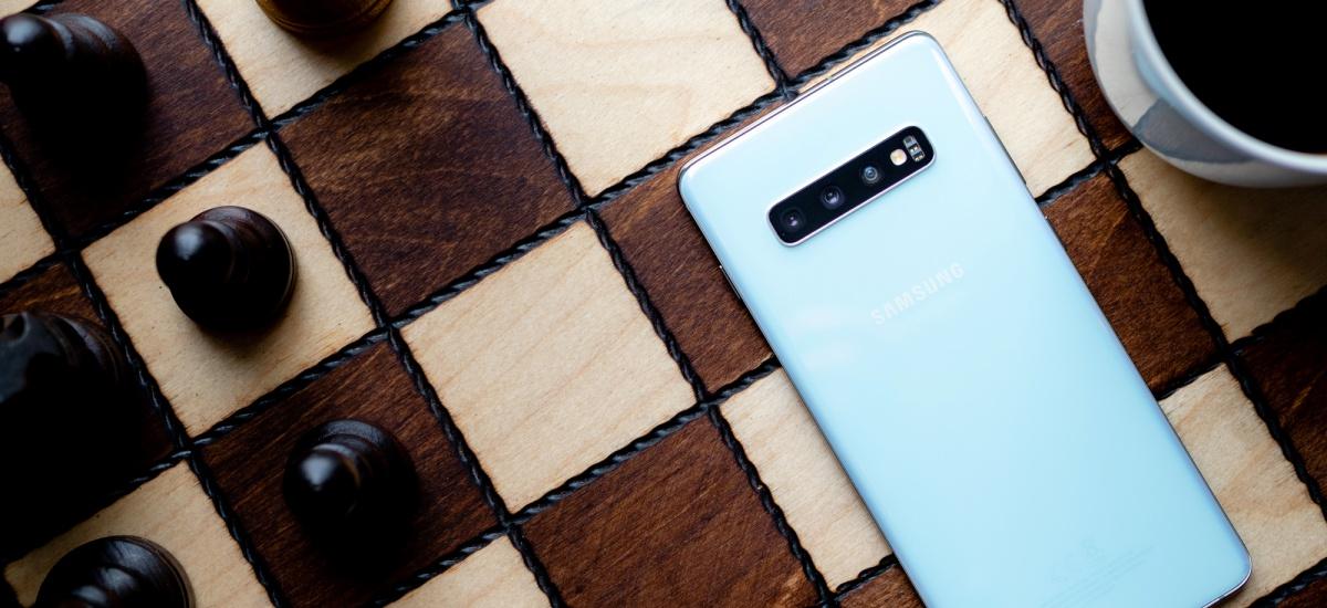 Samsung Galaxy S10 Lite agertu zen sarean.  Estreinaldia une oro izan daiteke