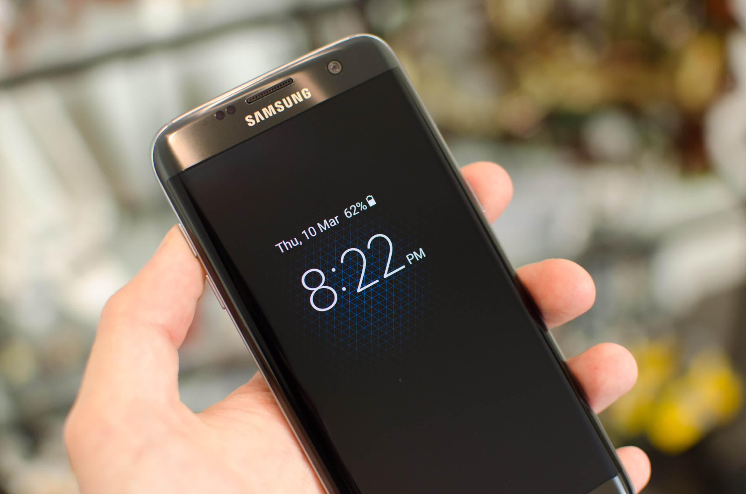 Samsung-ek ClockFace-n gai berriak gehitu ditu!