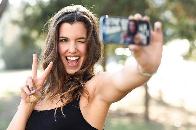 Smartphone merkeenak selfie kamera onena dutenak!