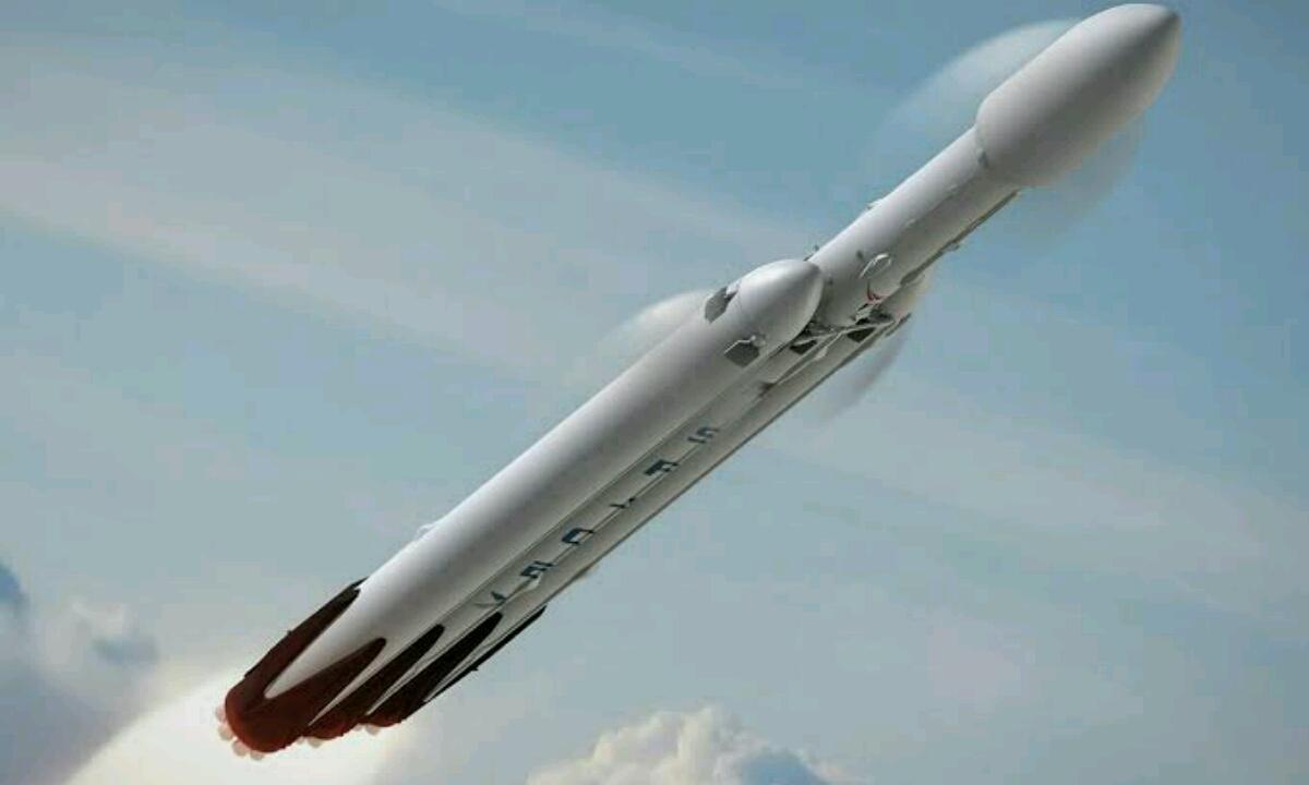 SpaceX izango da lehena gaur gauean!