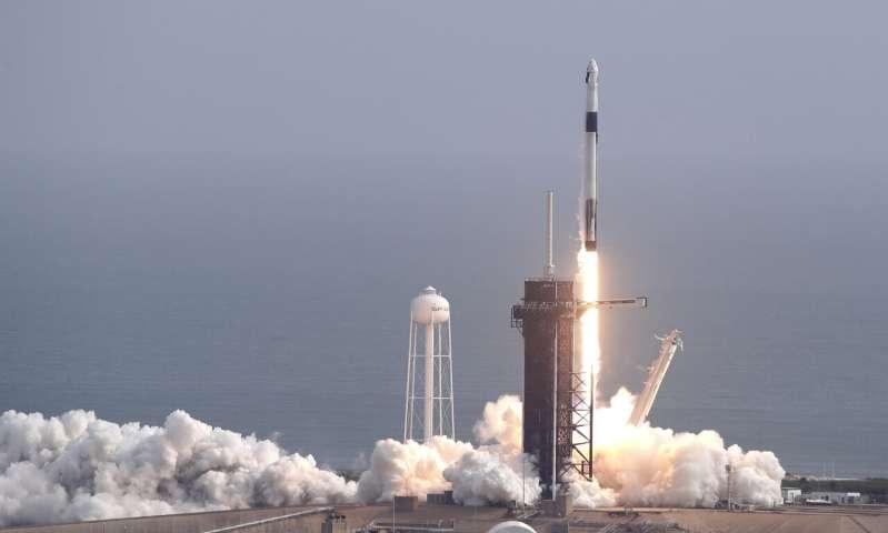 SpaceX Elona Muska prest dago hegaldi tripulatuetarako.  Azken proba egin da eta emandako datak