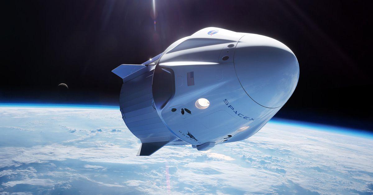 SpaceX-ek turistak orbitara bidali nahi ditu.  Nazioarteko Espazio Estazioaren atzean