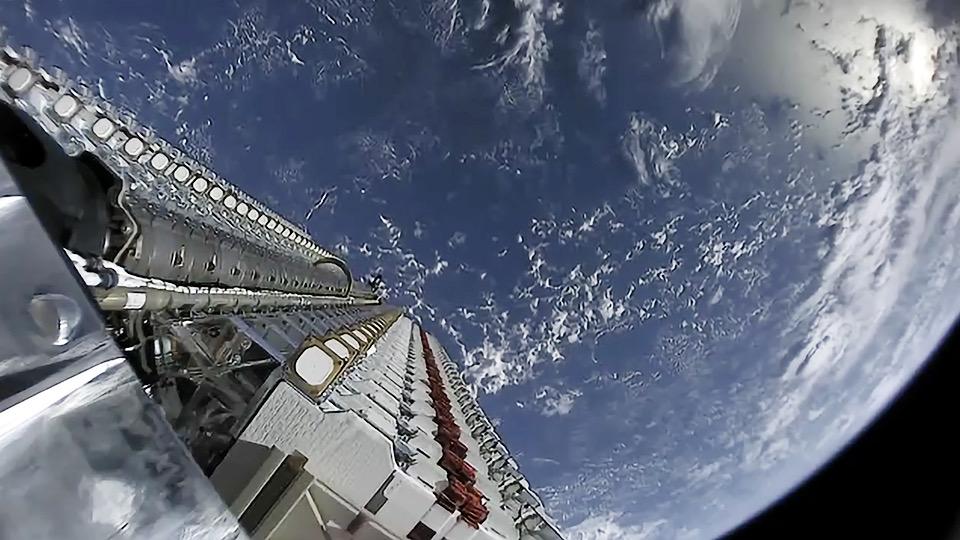 Starlink konstelazioko lehenengo satelitea Lurreko atmosferan erre zen.  Hau da nahi den ekintza