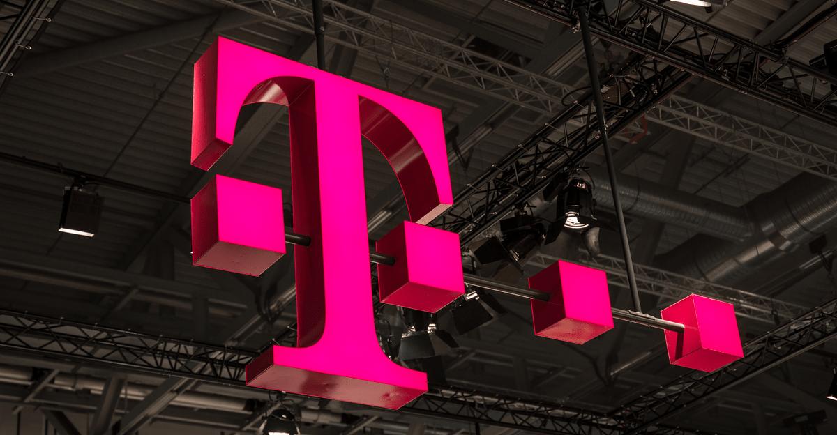 T-Mobile Polskaren milioi bat bezero berriren laurdena.  Sareak zerbitzuen dirua ere irabazten du
