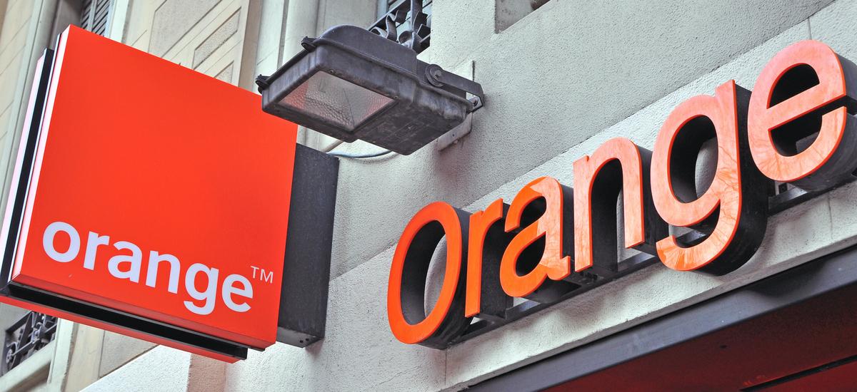 Tabletek paperezko dokumentuak ordezkatuko dituzte Orange showroom guztietan