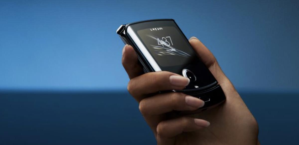 Telefono tolestutako smartphoneek zentzua dute, baina ez Motorola Razr bezala