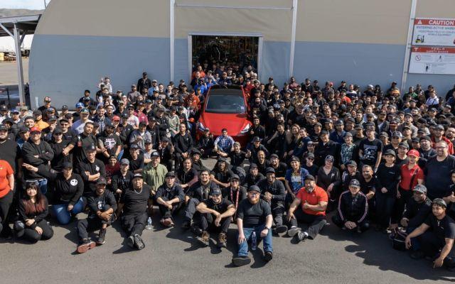 Tesla 1 milioika auto lortu zituen