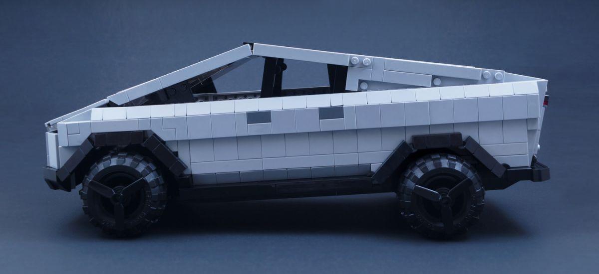 Tesla Cybertruck-ekin amesten al duzu?  Hemen da LEGO-tik eraikitako bertsioa.  Jatorrizkoa bezain angeluarra