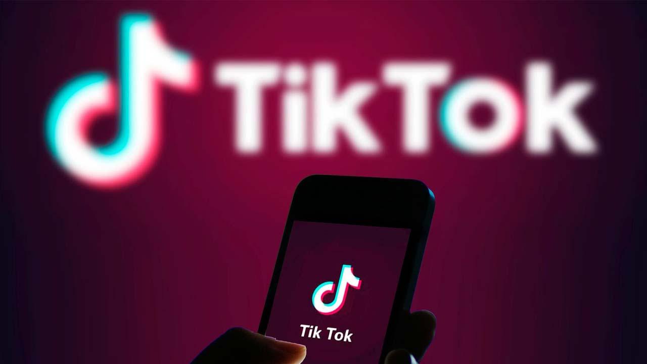 YouTube TikTok-ekin lehiatzeko prestatzen
