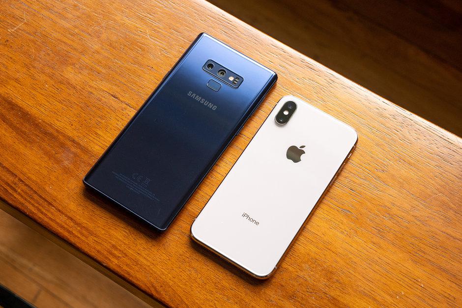 Zein telefono argazki hobeak ateratzen ari dira ilunpean?  iPhone Xs, Galaxy Ohar 9 Ba al duzu?
